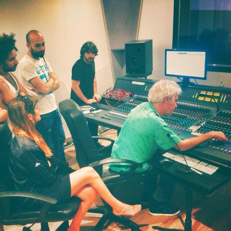 Contamos con servicios a la producción musical, diseñadores de sonido, arreglistas, músicos de estudio, proveedores especializados todo para que tu música sea una realidad.